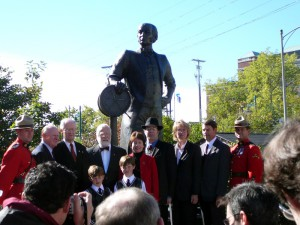 Statue unveiled. L to R, Jack Keith, Chairman Halifax Foundation, Hon. Alan Abraham, Chairman Sir Samuel Cunard Memorial Project; Commodore Ronald Warwick, Honorary Chairman Implementing Committee, Carol Marlow, President Cunard Line with Paton boys, Peter Bustin, Sculptor, Karen Oldfield, CEO Halifax Port Authority and John G. Langley, Committee member and Chairman Cunard Steamship Society